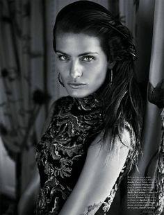 ''La Déesse'' - Isabeli Fontana was photographed by Mario Sorrenti for Vogue Paris (October Vogue Paris, Mario Sorrenti, Kick Boxing, Beauty Photography, Amazing Photography, Fashion Photography, Vogue Editorial, Editorial Fashion, Elite Model Look