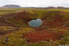 Зелено-красный кратер Кериза имеет возраст около 3000 лет.  Глубина достигает 55 метров, ширина - 170 метров, длина в поперечнике - 270 метров.  Озеро имеет глубину 7-14 м.