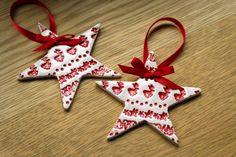2X Red Star Ceramic Christmas Decorations