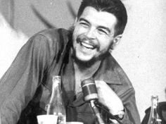 Dik dur ve gülümse. Che Guevara Images, Ernesto Che Guevara, Guerrilla, Popular Culture, Revolutionaries, The Dreamers, Humor, Instagram Posts, Portraits