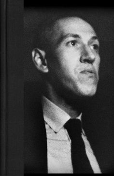 A select photo album of H. Lovecraft the influential and prolific American writer of early twentieth century cosmic horror fiction. Lovecraft Cthulhu, Hp Lovecraft, Call Of Cthulhu Rpg, Face Anatomy, Horror Fiction, Digital Painting Tutorials, Writers And Poets, Black Books, Pose Reference