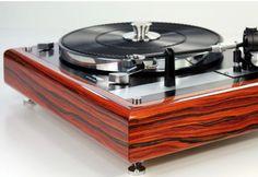 Thorens TD 145 with custom body. Love the book matching of the woodgrain. Diy Turntable, Audiophile Turntable, Fi Car Audio, Hifi Audio, Platine Vinyle Thorens, High End Turntables, Radios, Diy Speakers, Audio Room