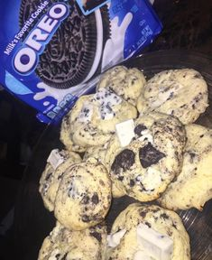 Oreo cookies and cream cookies, with white chocolate chunks. Think Food, I Love Food, Good Food, Yummy Food, Food Porn, Junk Food Snacks, Snack Recipes, Dessert Recipes, Food Goals
