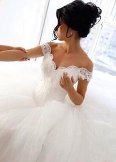 $229-Off Shoulder Ball Gown Wedding Dresses Short Sleeves Tulle Sweep Train Princess Sexy Bridal Gowns