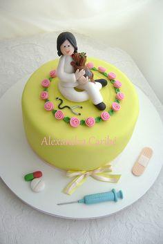 Bolo veterinária e paciente-  vet and pacient cake by Alexandra Bolos Artísticos, via Flickr