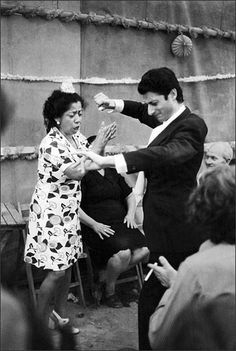 La Fernanda de Utrera and Miguel Funi. Morón de la Frontera, 1968. Photo © Mark Johnson| The Flamenco Project