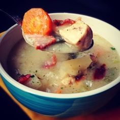 A paleo recipe for creamy chowder with bacon, chicken and roasted poblano peppers. Primal Recipes, Real Food Recipes, Healthy Recipes, Healthy Food, Yummy Food, Paleo On The Go, How To Eat Paleo, Chowder Recipes, Soup Recipes