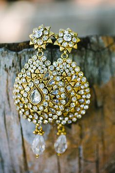 indian earrings a new design with each one. Ear Jewelry, Wedding Jewelry, Jewelery, Indian Earrings, Indian Jewelry, Wedding Earrings, Gold Hoop Earrings, Indian Accessories, Indian Wedding Outfits