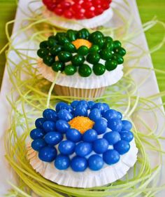 Jelly Bean Flower Cupcakes Make these pretty flower cupcakes for Easter throughout spring. Theyre easy to make and a yummy way to enjoy jelly beans. The post Jelly Bean Flower Cupcakes was featured on Fun Family Crafts. Easter Cupcakes, Flower Cupcakes, Yummy Cupcakes, Cupcake Cookies, Spring Cupcakes, Mocha Cupcakes, Gourmet Cupcakes, Strawberry Cupcakes, Velvet Cupcakes