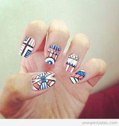 Decoración de uñas basada en la cultura azteca tribal