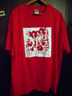 Def Leppard XXL 2XL Red T-Shirt Joe Elliot ROCK and Roll Music Singer Band