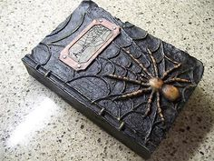 NWT-9-5-RAZ-Arachnophobia-Spider-HALLOWEEN-PROP-WITCHES-SPELL-BOOK-Decoration