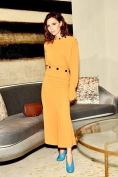 From the street to the red carpet, see Victoria Beckham& most stylish looks ever. Moda Victoria Beckham, Victoria Beckham Style, Victoria Style, Fashion Looks, Fashion Tips, Fashion Design, Fashion 2020, Fashion Styles, Winter Fashion