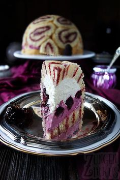 Kuppeltorte / Charlotte mit Brombeeren wonderful cupola cake – Charlotte with blackberries. 2 creams and soft biscuit slices. Almost too nice to eat! Gourmet Cakes, Food Cakes, Cupcakes, Cupcake Cakes, Just Desserts, Dessert Recipes, Cupcake Recipes, Eat Dessert First, Cakes And More