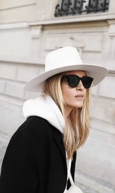 celine sunglasses Need this hat! Best Street Style, Street Style Outfits, Celine Box, Monochrom, Outfits With Hats, Girl With Hat, Minimal Fashion, Daily Fashion, Style Me