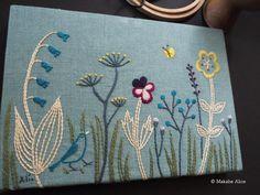 「小さな青い鳥」(パネル作品) マカベアリス刺しゅうブローチ展〜野のはなとちいさなとり〜hakkasui (山形市) @hakkasui808 明後日からです。 #刺繍#手仕事#手刺繍#ハンドメイド#草花#野のはなとちいさなとり #マカベアリス#embroidery #embroideryart #handembroidery #wildflower #bird#alice_makabe