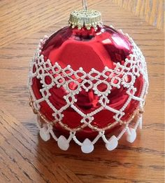 Joyce's crafts: Tatting on Red Ball
