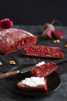 Rote Bete Brot I Beetroot Bread I haseimglueck. Beet Recipes, Cooking Recipes, My Favorite Food, Favorite Recipes, Bread And Pastries, Baked Pumpkin, Pumpkin Dessert, Special Recipes, Beetroot