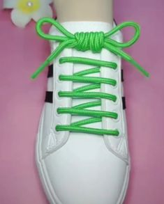 Creative Shoes, Unique Shoes, Creative Ideas, How To Tie Laces, Ways To Tie Shoelaces, Ways To Lace Shoes, Shoe Lacing Techniques, Shoelace Tying, Shoe Crafts
