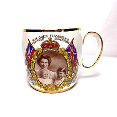 Vintage Salisbury bone china coffee mug commemorating the 1953 Coronation. It features a photo taken by the photographer Marcus Adams showing a young Queen Elizabeth II and Princess Anne and Prince Charles as small children.