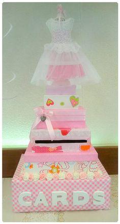 De Enveloppentaart is een origineel en handig idee voor je kraamfeest. Deze is te huur voor een meisjes babyborrel, kraamfeest of geboortereceptie. #Baby #Shower #Girl #Deco #Cardbox Meer info via mail of www.joleenskraamcadeaus.wix.com/kraamcadeau