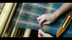 Splicing Weft Ends Hand Towels, Tea Towels, Weaving Techniques, Diy Craft Projects, Color Change, Make It Yourself, Kitchen, Youtube, Pattern