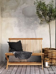 Flot Turin bænk i lækker teak med flot finish. Turin, Outdoor Sofa, Outdoor Furniture, Outdoor Decor, New Trends, Exterior Design, Hammock, Love Seat, Bench