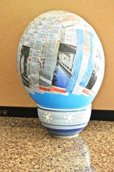 48 ideas diy paper mache helmet for 2019 Diy Astronaut Costume, Astronaut Helmet, Astronaut Outfit, Making Paper Mache, Paper Mache Crafts, Magic Treehouse, Family Picture Outfits, World Crafts, Thinking Day