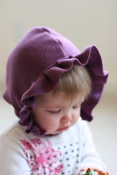 Baby bonnet from fleece, with pattern