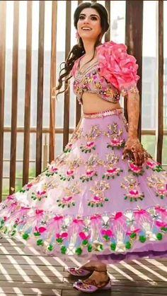 Mehendi Outfits, Bridal Outfits, Indian Bridal Wear, Bridal Henna, Lengha Dress, Bride And Son, Wedding Lehenga Designs, Bridal Hair Buns, Bride Hairstyles