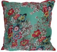 Cushion Bloom Green www.imbarro.nl