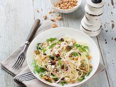 Apfel-Kohlrabi-Rohkost mit Ziegenkäse und Nüssen ist ein Rezept mit frischen Zutaten aus der Kategorie Gemüsesalat. Probieren Sie dieses und weitere Rezepte von EAT SMARTER!