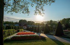 Zonsondergang in Keukenhof (Oranje-Nassau paviljoen) #tbtkeukenhof #keukenhof #visitholland #visitkeukenhof #nederland #gardenpark #flower #flowerspark #flowers #jardinfleuri #oranjenassau #koninklijkefamilie #koninklijkhuis #paviljoen #paysbas #netherlands #holland #hollande #fuji #fujixm1 #groothoek #sunset #zonsondergang by timvanvlaanderen