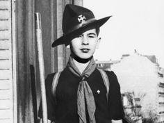 Former French pres Valéry Giscard d'Estaing (1926- ) as a boy scout  http://tempsreel.nouvelobs.com/galeries-photos/politique/20120105.OBS8173/l-enfance-des-chefs.html