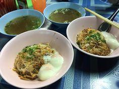โหดแท หมำคนเดยวสองกอนนอน หนดด  #thainoodle#yummy#midnightmeal#hungry#bkk#bangkok#thailand# by notenoon
