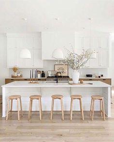 Home Decor Kitchen, Kitchen Interior, New Kitchen, Home Kitchens, Kitchen Ideas, Kitchen Decorations, Decorating Kitchen, Kitchen Trends, Crisp Kitchen