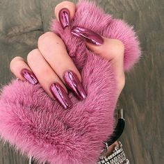 10 Kylie Jenner Fantastic Nail Designs For Classy Ladies How to apply nail polish? Nail polish on your friend's nails looks perfect, however, you can't app Pink Chrome Nails, Chrome Nail Art, Metallic Nails, Cute Acrylic Nails, Blue Nails, White Nails, Nail Pink, Glitter Nails, Chrome Nail Colors