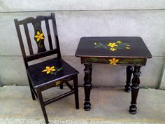 Mesa y silla negra Drafting Desk, Facebook, Furniture, Home Decor, Black Chairs, Table And Chairs, Mesas, Things To Make, Colors