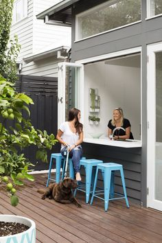New house ideas exterior australia window ideas Indoor Outdoor Kitchen, Outdoor Living, Outdoor Kitchens, Living Room Kitchen, Home Decor Kitchen, Kitchen Ideas, Kitchen Design, Living Rooms, Kitchen Window Bar