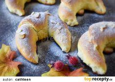 Martinské podkovy - rohlíky, martiny, zahýbáky recept - TopRecepty.cz Bagel, Martini, Doughnut, Bread, Sweet, Desserts, Food, Buns, Instagram