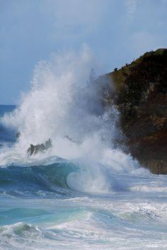 Storm waves pound South Shore, Bermuda-scott stallard