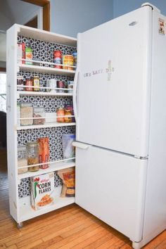 How to Build a Small Space DIY Pantry Small Space Storage Solution Kitchen Storage Solutions, Diy Kitchen Storage, Pantry Storage, Storage Hacks, Kitchen Shelves, Diy Storage, Kitchen Organization, Pantry Diy, Pantry Ideas