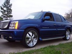 Cadillac Escalade Ext - this is my dream truck! I saw it at a gas station.thinking id never see it agian . Cadilac Escalade, Escalade Car, My Dream Car, Dream Cars, Avalanche, Luxury Suv, Salt Lake City, Kustom, Vroom Vroom