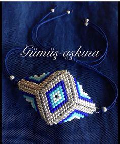 Beaded Rings, Beaded Jewelry, Beaded Necklace, Beaded Bracelets, Triangle Earrings, Peyote Patterns, Beading Patterns, Beaded Flowers Patterns, Strands