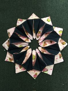 This Mumma Has Curves: Folded and stitched table wreath tutorial