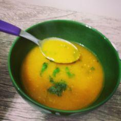 Que tal aproveitar o friozinho aqui do sul e fazer uma sopa que, além de deliciosa, acelera o metabolismo? A gente te ensina. Vem ver: http://bit.ly/1jBcDbZ