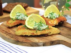 Sandwiches with crispy plaice and pickles in curdled milk sauce   Recept.nu