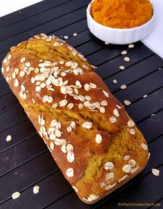 Kürbisbrot mit Haferflocken Whether as bread, baguette or bread roll - this autumn pumpkin bread combines a deep taste with hearty substance and is st Oatmeal Bread, Pumpkin Oatmeal, Vegan Pumpkin, Pumpkin Bread, Pumpkin Recipes, Pumpkin Pumpkin, Sweet Bread Meat, Bread Baking, Food Inspiration
