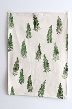 real fern leaves for printing this tea towel. Just brush the fabric paint on the leaf and press it firmly against the fabric. When you're finished and the paint has dried completely, iron the fabric to make the prints waterproof. Stamp Printing, Printing On Fabric, Screen Printing, Fabric Painting, Fabric Art, Homemade Gifts, Diy Gifts, Sewing Projects, Craft Projects