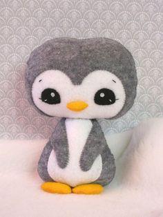 DIY Kawaii Felt Penguin Plushie (Inspiration Only, No Patterns or Instructions) Kawaii Crafts, Cute Crafts, Felt Crafts, Felt Christmas, Christmas Crafts, Felt Penguin, Diy Y Manualidades, Baby Mobile, Kawaii Plush